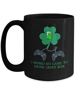 NA St Patricks Day bière Verte Fan de Jeu vidéo 11 oz Tasse de café Noir Cadeau de Joueur Irlandais trèfle
