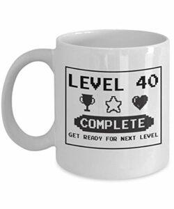 NA Joyeux 40e Anniversaire Mug Gaming Geek 1977 – décorations de fête d'anniversaire drôle 40 Ans Cadeau pour Hommes Femmes Papa Maman Fille garçon Tasse de café